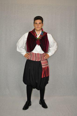 kythnos-andriki-paradosiaki-foresia-kyklades